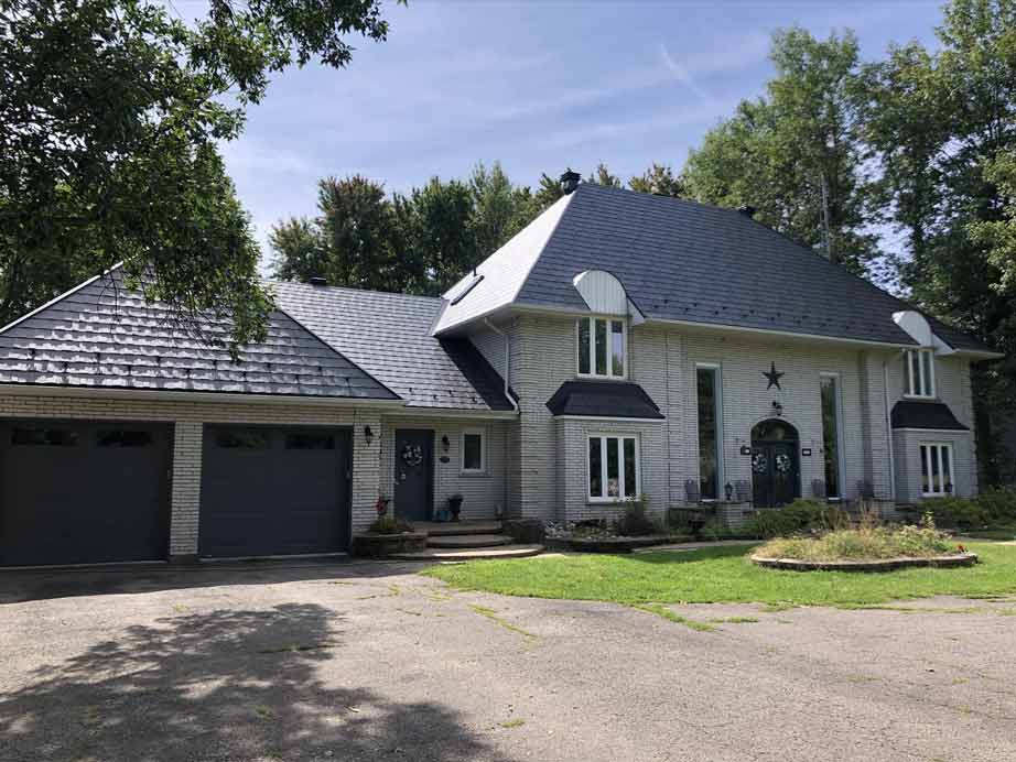 Metal Roof Installed on Country Home in Ottawa